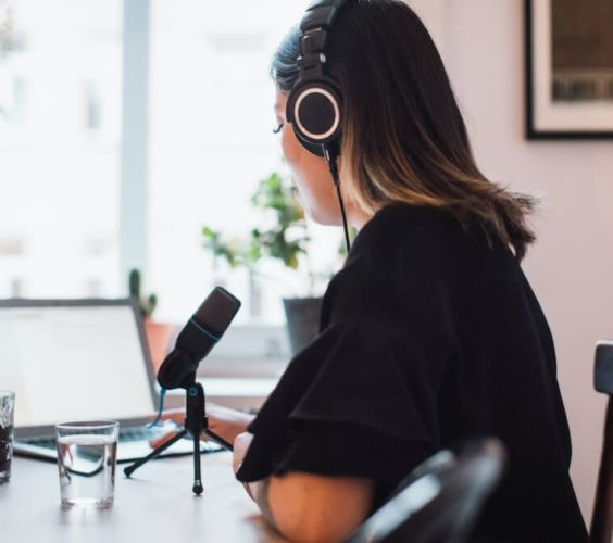 Live vs pre-recorded – how to choose the best format for your online event